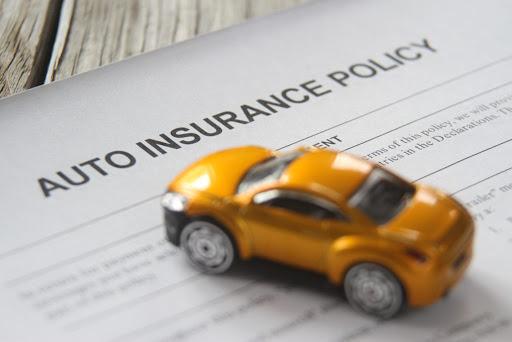 Assicurazione auto mensile: si può fare? Costi e modalità di richiesta